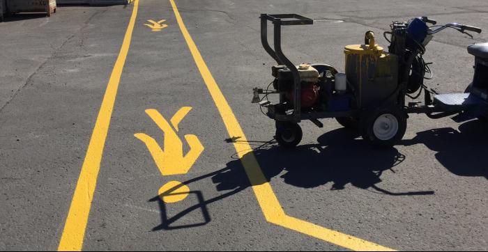 Un stationnement bien ligné augmente la sécurité et l'apparence de votre commerce ! Signalisation du Nord est à votre service depuis 1990 dans le traçage de lignes de stationnements.